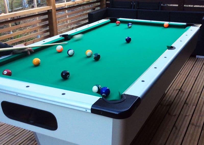 Biljardipöytä ulos