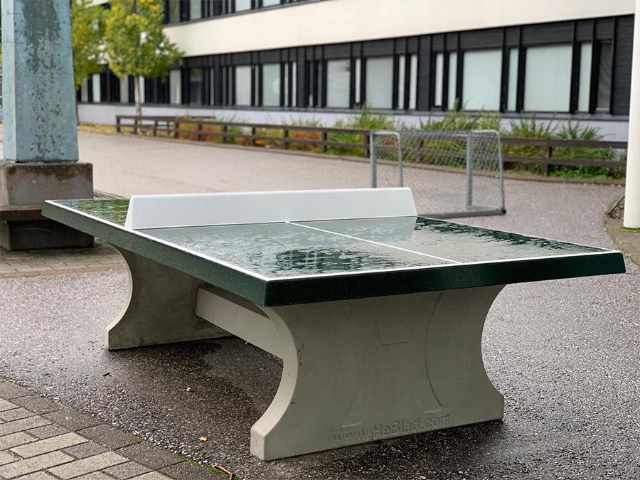 Betoninen ulkopingispöytä